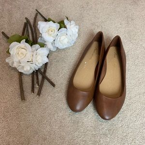 American Eagle Brand NWOT Brown Flats Size 8.5